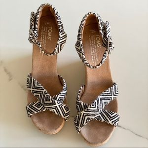 TOMS Black & White Tribal Wedge Sandals, Size: 7
